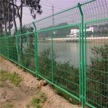 现货道路防护网厂家 三角折弯护栏网多少钱 双边丝围栏规格
