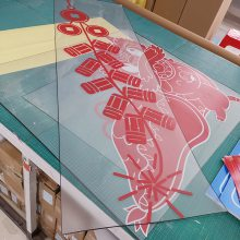 深圳背胶玻璃贴UV喷绘定制橱窗海报超透贴纸彩白彩打印定制