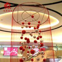 悦隐美陈商场中庭悬挂圣诞节日装饰美陈布置商业空间加长线帘定制