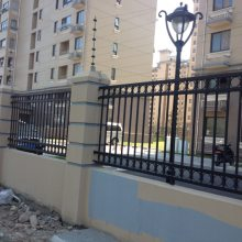 铁艺护栏围栏 栅栏 围墙 锌钢围墙围栏 小区围墙防护栏安装价格是多少?