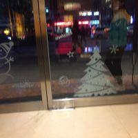 深圳UV超透膜玻璃膜 橱窗透贴 uv白彩双面打印