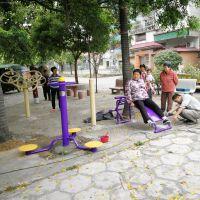 鹤山给力体育器材厂派车送货安装珠海夏村社区十三套户外健身器材