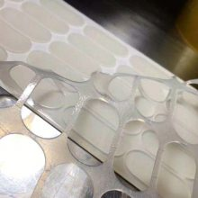 硅胶减震垫,黑色硅橡胶防震条,专业生产环保无味硅胶制品