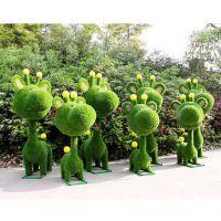 成都假草坪定制各种主题造型,世界八大奇观雕塑,五一快乐绿雕
