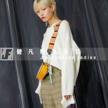 【珞炫】女装羽绒服批发 石家庄品牌折扣店在哪2109新款女装尾货批发