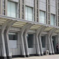 班尼路连锁店铺门头2.0mm乳白色铝单板-合作厂家
