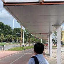 2.5mm厚公交站台雨棚造型铝板现场案例效果
