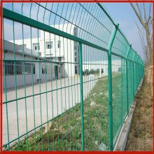 定边高速公路护栏网 华久护栏网厂 江西桃型柱围栏网