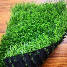 铁草皮围挡 围挡上悬挂的假草皮 户外仿真草