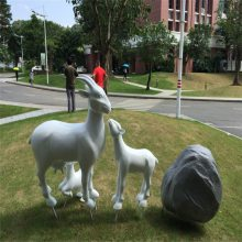 玻璃钢羔羊跪乳教育感恩雕塑 玻璃钢动物雕塑 联尖雕塑
