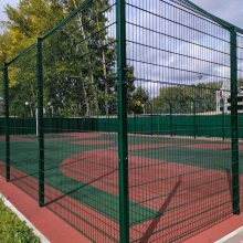绿色护栏网 球场防护网 铁路扁铁护栏网 操场围栏网