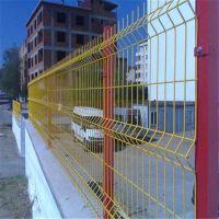 三角折弯防护网 桃形立柱防护网 工厂围墙防护网