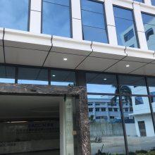 氟碳幕墙门头铝板装饰安装_户外墙面门头铝板_德普龙厂家