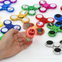 厂家批发三角双面夜光带灯减压陀螺 三叶led闪光指尖陀螺儿童玩具