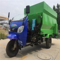 牛圈养殖柴油撒料车 电动饲料投料机 移动式撒料车厂家