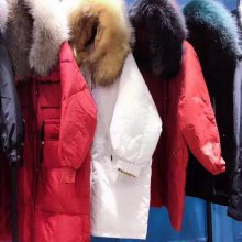 广州银马服装批发城 加拿大鹅高端羽绒服 品牌折批发多种款式 2019新款羽绒服 派克服女