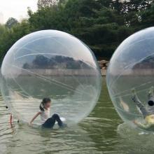 80公分高的儿童充气水池加几套水上步行球滚筒效果会好?