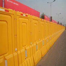 河南山木生产水马围挡护栏 公路临时交通隔离管制设施 注水塑料围挡