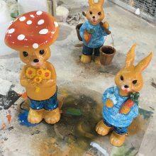江门幼儿园定做玻璃钢彩绘小白兔卡通雕塑 恒创动物雕塑造型厂家