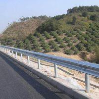 厂家供应114立柱高速公路波形护栏板 厚度可按要求定制