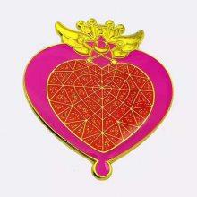 金属珐琅徽章定做,卡通创意珐琅胸针,锌合金动漫爱心徽章生产