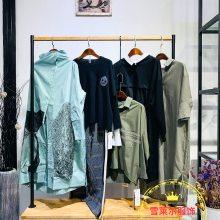 广州时尚女装女子卉色艾沸品牌女装19秋冬外套厂家直销新款组货包