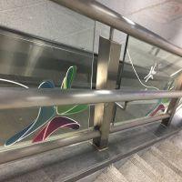 布吉定制电梯护栏透明玻璃贴喷绘多少钱一平米 新发现