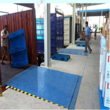 青岛物流园固定式装卸货物平台 嵌入式登车桥厂家 8吨固定式液压登车桥多少钱
