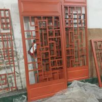 售楼部项目仿木纹色铝合金窗花 仿古铝栏杆生产厂家