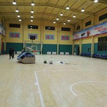 供应成都正宗室内篮球场木地板 实木耐磨20mm柞木运动木地板