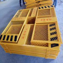 济南升降机防护门厂家定做工地安全门 施工电梯门价格