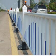 市政道路护栏安装视频 规格齐全的防撞护栏 pvc交通栅栏图纸