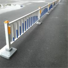 马路防撞市政隔离栏 专业生产焊接市政护栏 道路隔离栅栏安装方式
