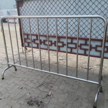 信阳罗山厂地货源不锈钢铁马护栏 隔离移动护栏移动围栏交通道路市政护栏