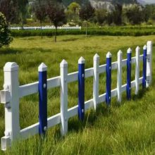 pvc草坪护栏网、荣威塑钢围栏厂家、草坪栅栏价格