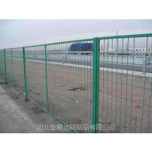 供应市政围栏浸塑护栏网多钱一米?浸塑护栏网的安装方法