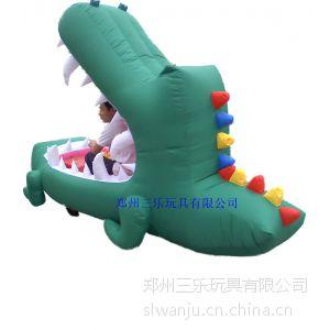 供应大鲨鱼儿童充气电瓶车 户外游乐电瓶气模车外罩大量批发