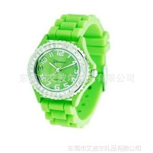 广州手表厂供应镶钻硅胶表 女士手表 新款手表批发