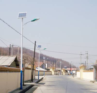 额尔古纳7米太阳能路灯多少钱【厂家价格1636元】