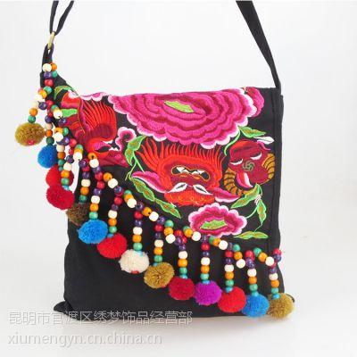 云南民族风 木珠绣球 拉链封口 特色中国风女士绣花小斜挎包