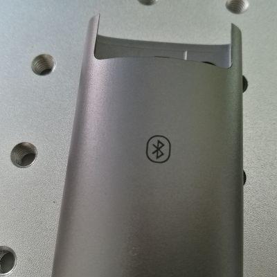 氧化铝打黑激光镭雕打标机 碳钢不锈钢打黑激光刻字机