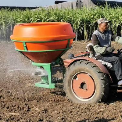 颗粒化肥抛洒机 拖拉机前置电动撒肥机 后悬挂式撒肥机工作视频