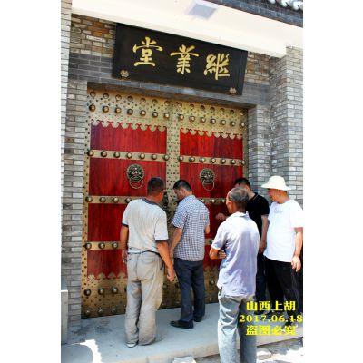 刘总祖宅修建采用山西上胡老榆木铜大门,铜木仿古大门,庭院仿古铜大门