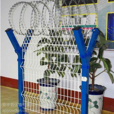 低碳钢丝护栏网片 优盾铁栅栏 v型铁栅栏生产厂家边境铁丝网