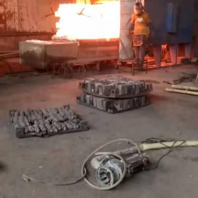 洛阳供应600型玻璃陶瓷耐磨高铬合金方锤板凳锤立式金属矿石破碎机 全自动复合破制砂机 井型锤十字板锤