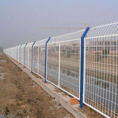 兴海县高速公路围栏网多少钱-学校球场围栏网-框架隔离栅批发
