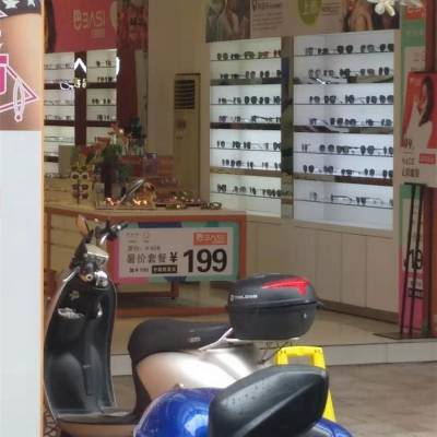 内蒙古乌拉特前旗派丽蒙/生态板眼镜柜亮光烤漆