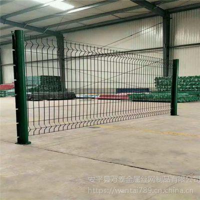 生产各种类型护栏 优质防护网 万泰安全防护网