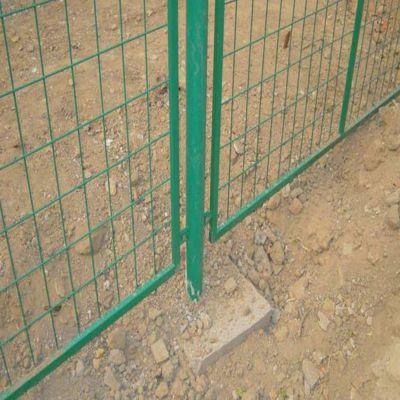 安平优盾丝网制品高速公路护栏网 粗丝栅栏焊接隔离网 铁网围栏厂家