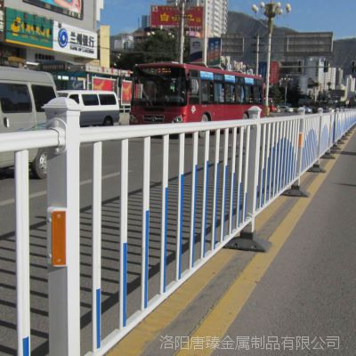 大量供应市政道路锌钢护栏安全隔离栏人行道防撞栏尺寸颜色可定制